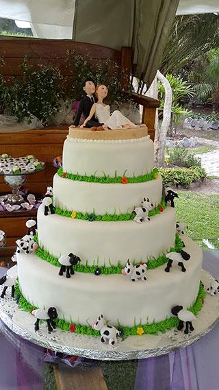 pastel de boda o matrominio decorado con vacas en Quito